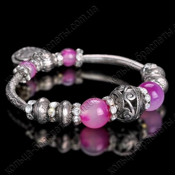 Браслет пандора с розовыми камнями на резинке